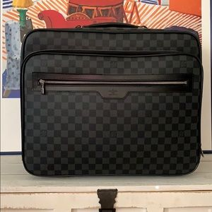 💯 authentic Louis Vuitton roller travel bag